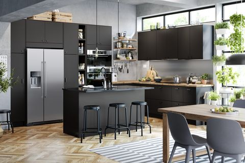 black and wood kitchen with seats