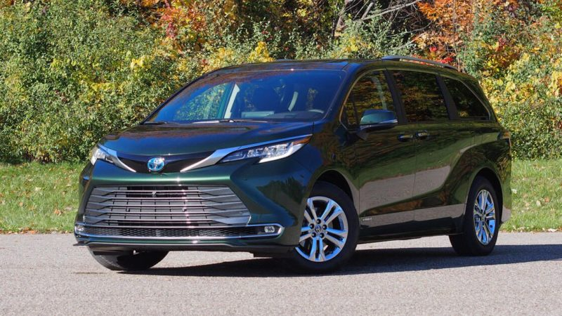 2021 Toyota Sienna first drive review: Minivan versatility, economy-car efficiency