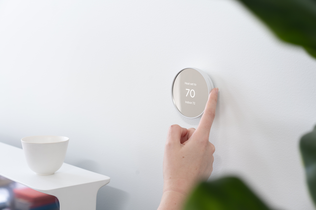 nest-thermostat-lifestyle-1.png