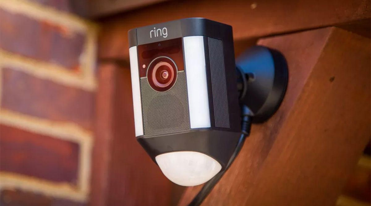 cnet-security-009-ring-spotlight-cam