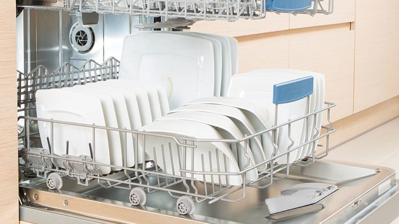 The 5 Quickest, Easiest Ways to Help Your Dishwasher Clean Like It's Brand New
