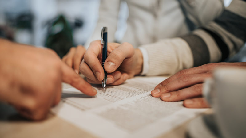 How to Choose a Co-Signer for a Lease Agreement