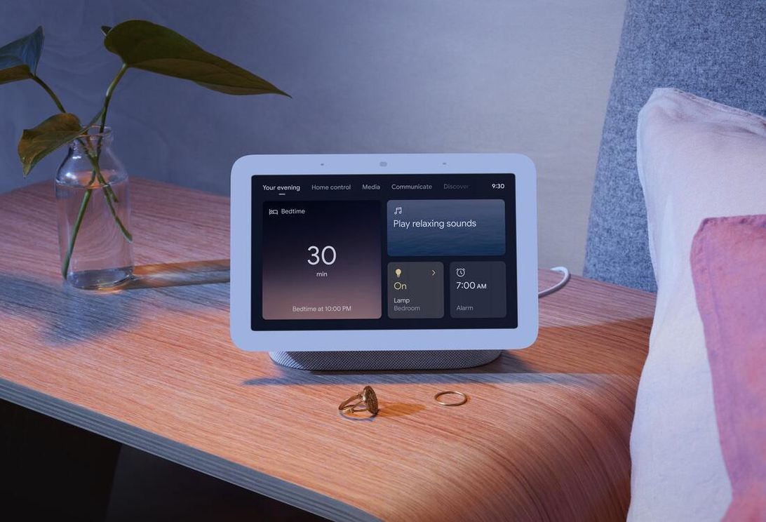 nest-hub-lifestyle-your-evening-with-sleep-sensing