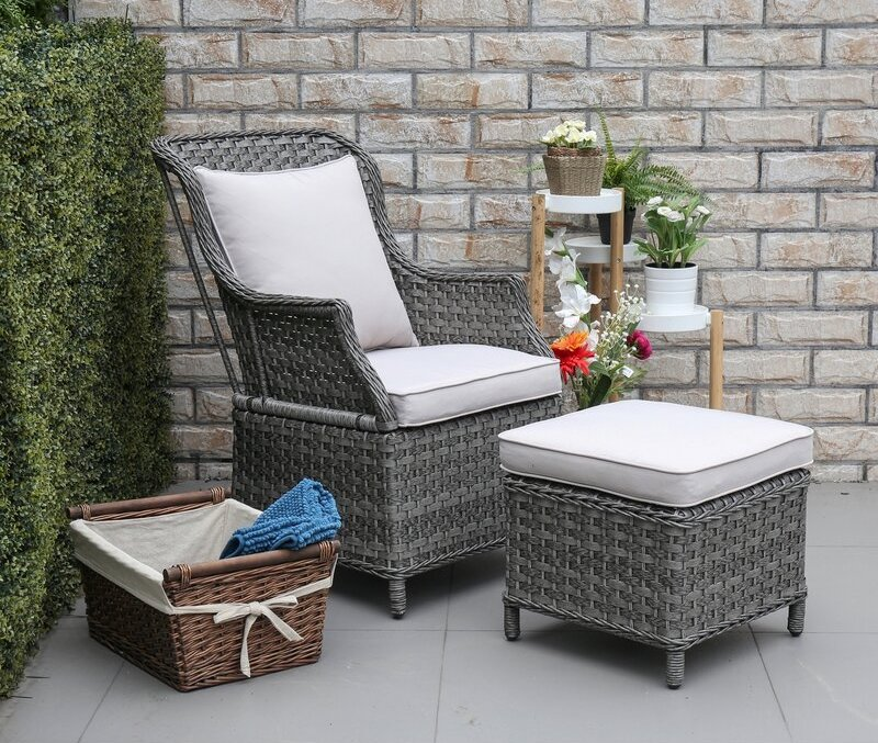 Inspiration for furniture and decoration of the outdoor lounge chair