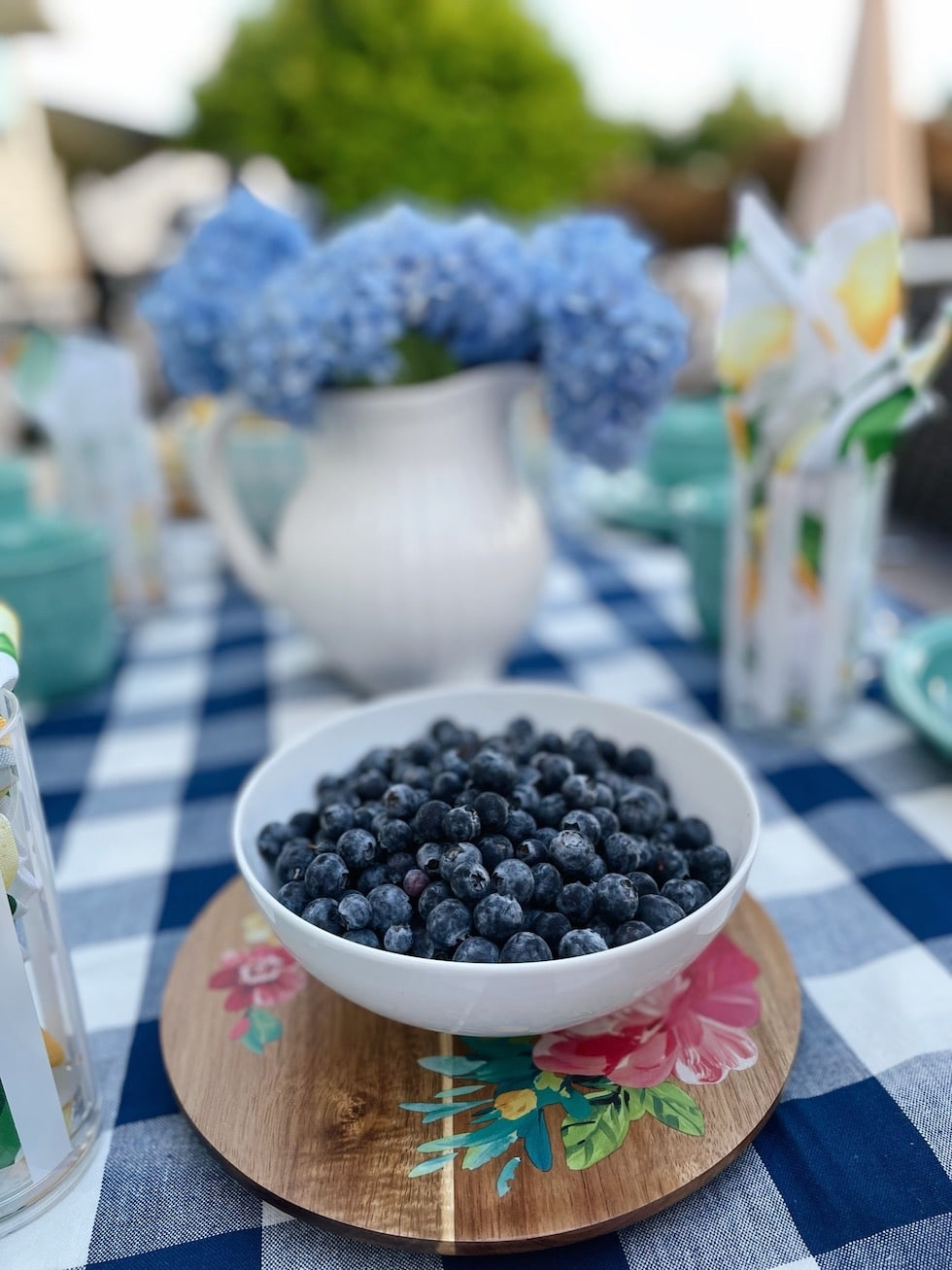 How to set a cheerful summer table