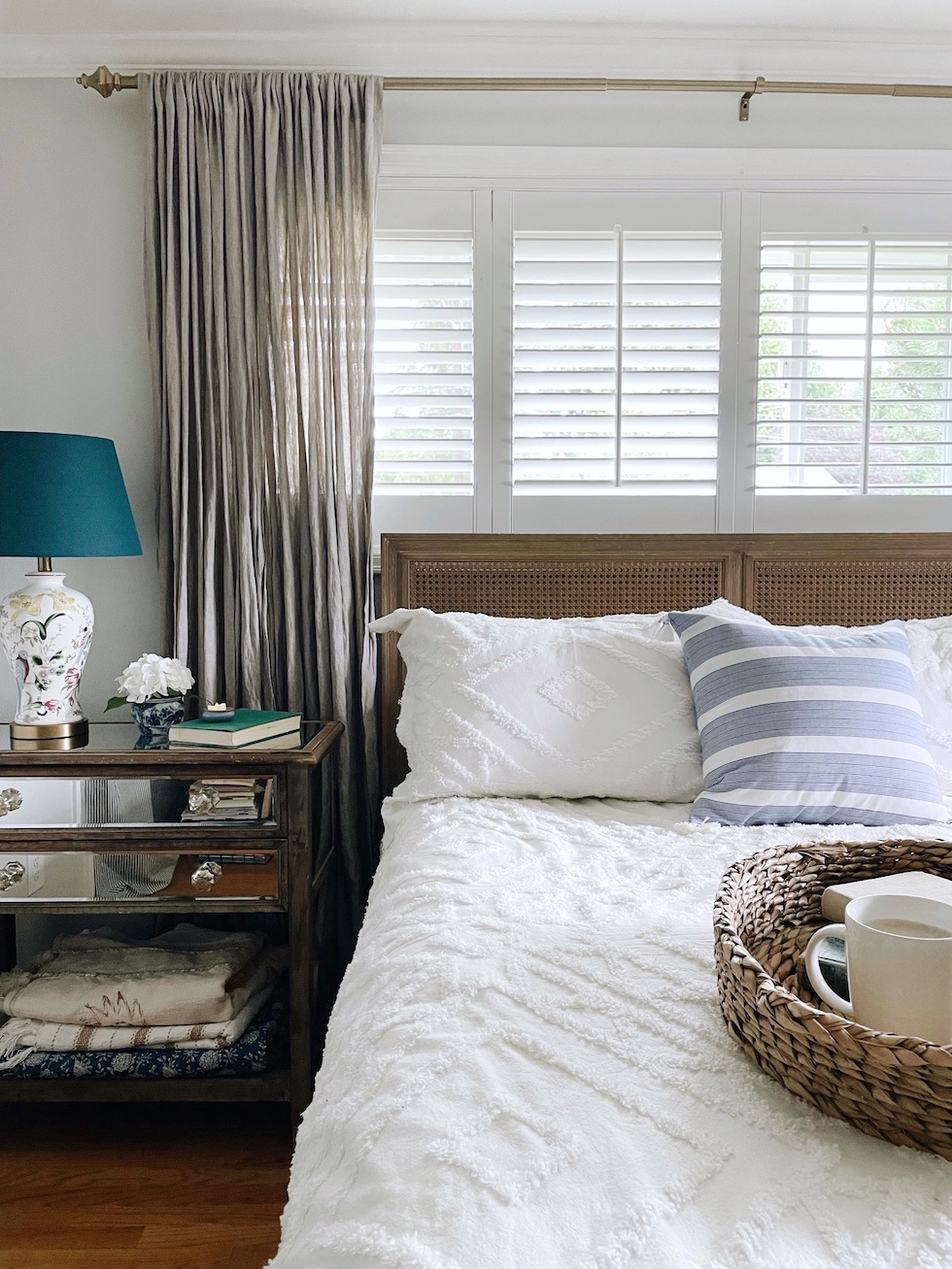 Six favorite tips for decorating a summer bedroom