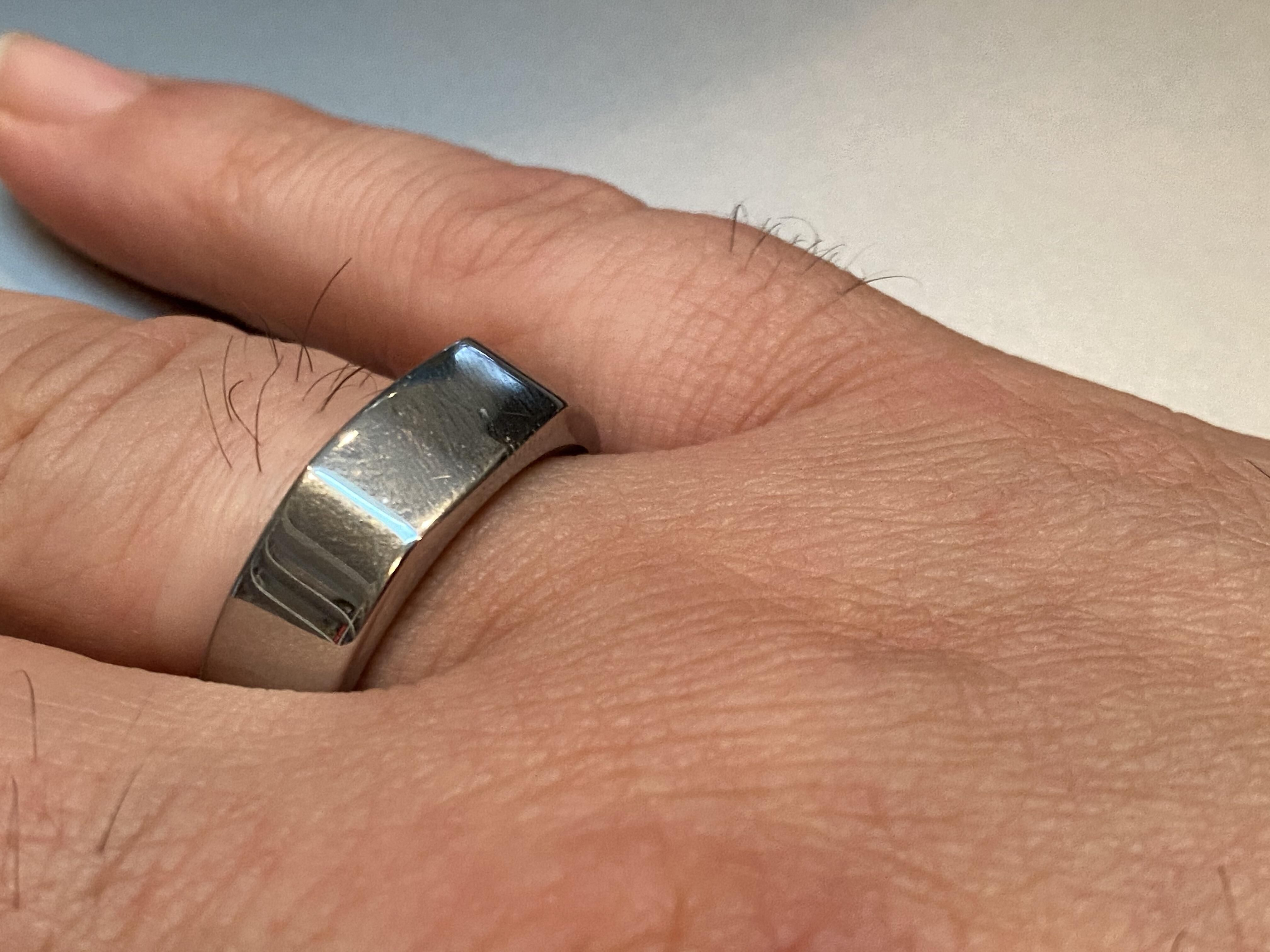 oura-ring-wearing