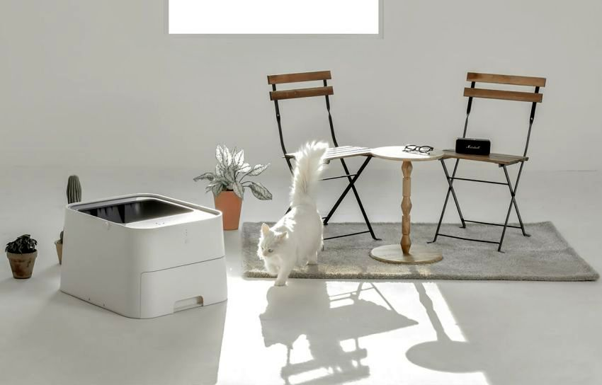 Pluto Square is a new self-cleaning cat litter box by HS2 Studio